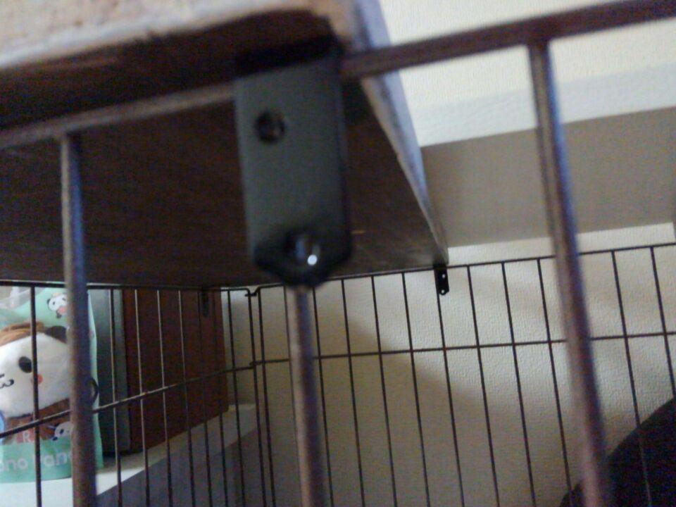 犬のケージ屋根をDIY、ストッパーを付けてズレを防止