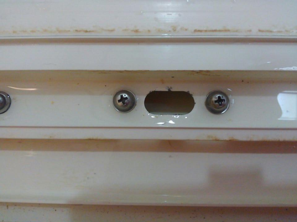 浴室ドアのフラップ排水管詰まりを簡単に解決した方法!家にあるものを利用する!!