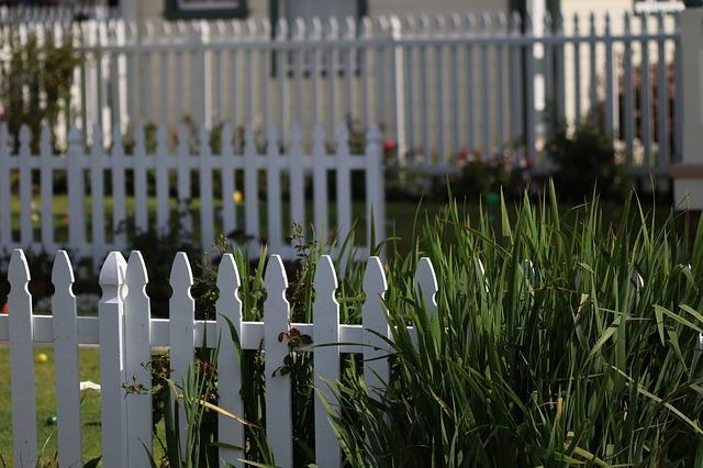 白い柵のイメージ