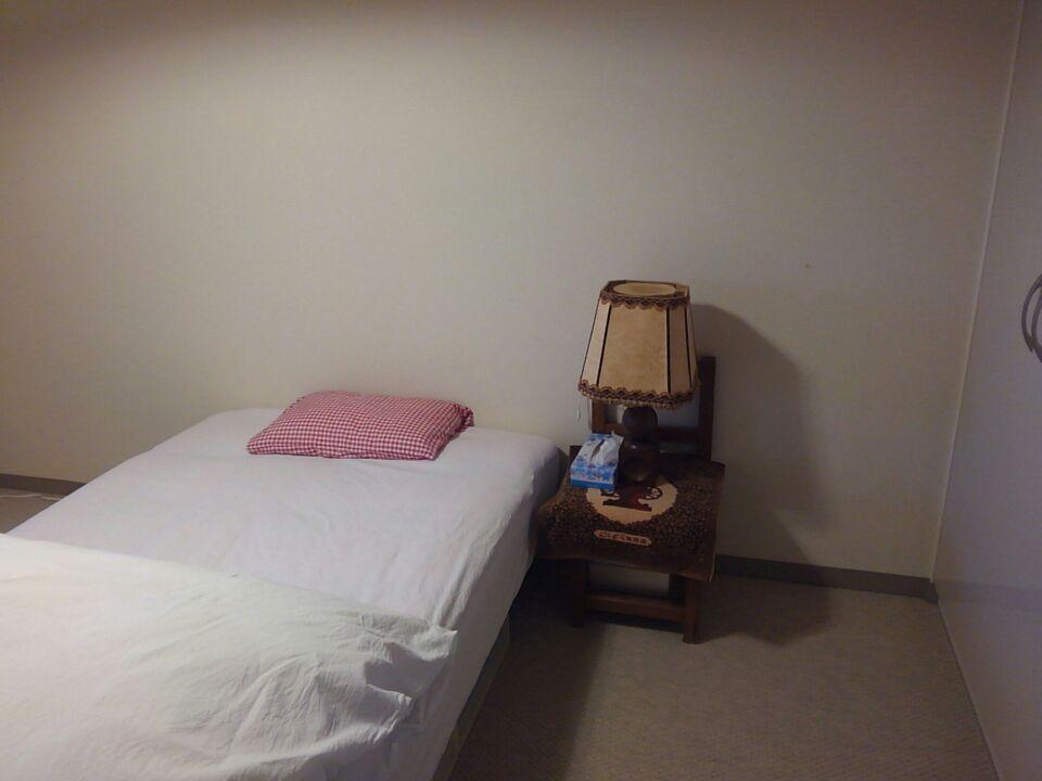 寝室のベッドの位置を変更・北東と体調の関係を検証してみる!ベッドの位置を北東から外し、枕を東向きにしてみた!!2