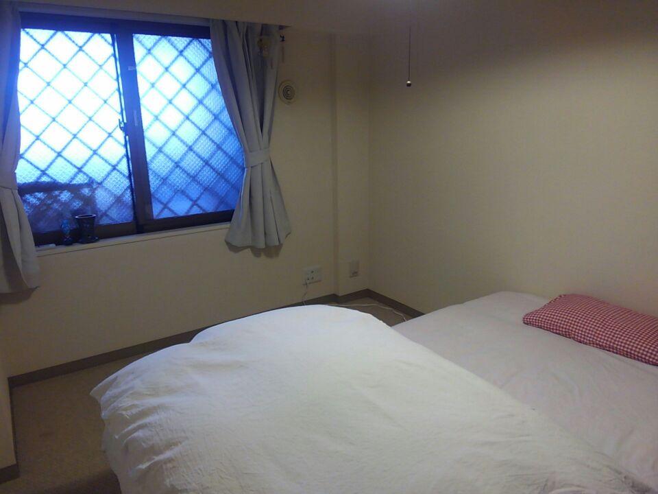 寝室のベッドの位置を変更・北東と体調の関係を検証してみる!ベッドの位置を北東から外し、枕を東向きにしてみた!!1