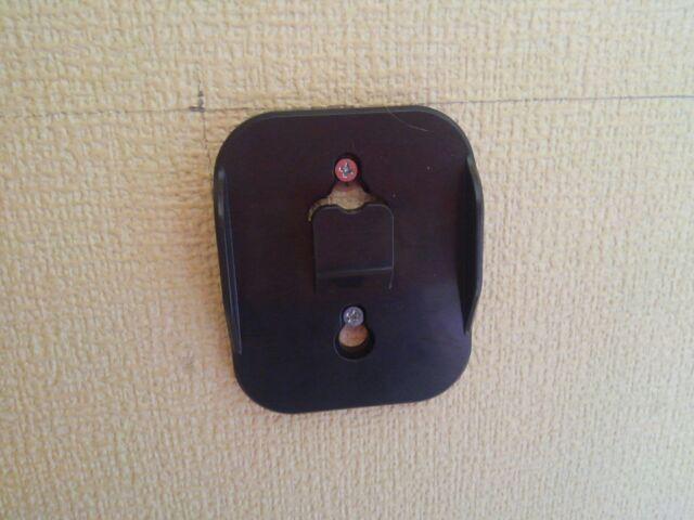 DIY石膏ボード用アンカーの使い方 壁にフックを取り付けたい!「思い切って石膏ボードに穴を開けてみよう!」4