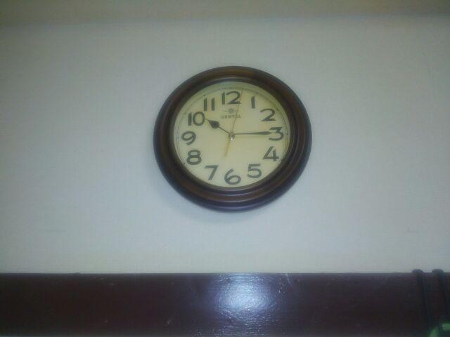 おしゃれレトロ壁掛け電波時計に一目ぼれ!時刻合わせは放っておく!!「素直にほっとくとこうなる事実」
