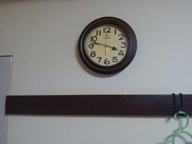 おしゃれレトロ壁掛け電波時計に一目ぼれ!時刻合わせは放っておく!!「あれ?まったく動かないんですけど故障ですか?」