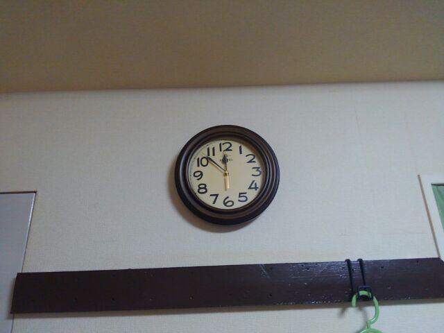 おしゃれレトロ壁掛け電波時計に一目ぼれ!時刻合わせは放っておく!!「このレトロ感がたまら~ん」2