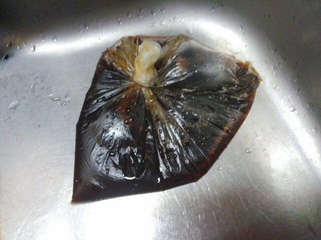 放置した頑固な油汚れ、簡単に落とすマジックリンの効果的な使い方「油汚れと焦げ付きが層になってる汚れは楽に落とせるのか?」4