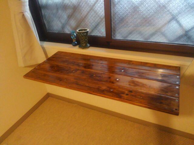 【DIY】窓下壁面、折り畳み式棚受けを利用したカウンター作り方3「完成!やっぱり手作りってサイコ~」1
