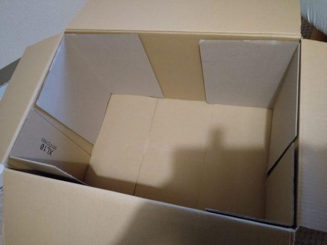 補強した段ボール箱の内部