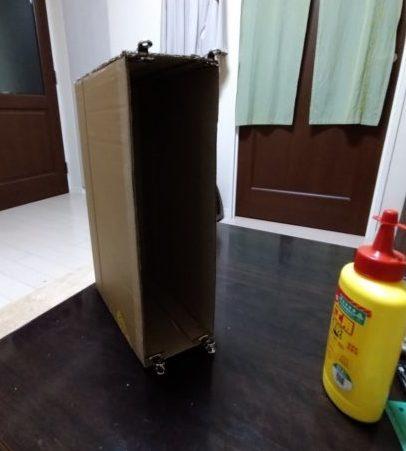 ボンドで貼り付けて箱型にしました