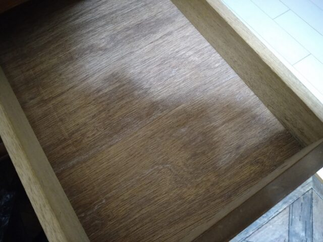 DMチラシの一時保管場所を設置!床テーブルの置きっぱなしを回避する方法